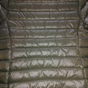 Via Spiga Jackets & Coats - Via Spiga cropped packable puffer women's coat